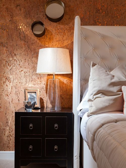 Golden hue of the cork wallpaper in the bedroom