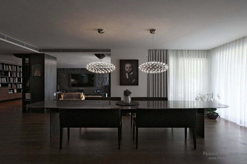 Using Dark Colors in Modern Interiors. Photo Ideas. Crystal imitating LED chandeliers in the large studio dining zone