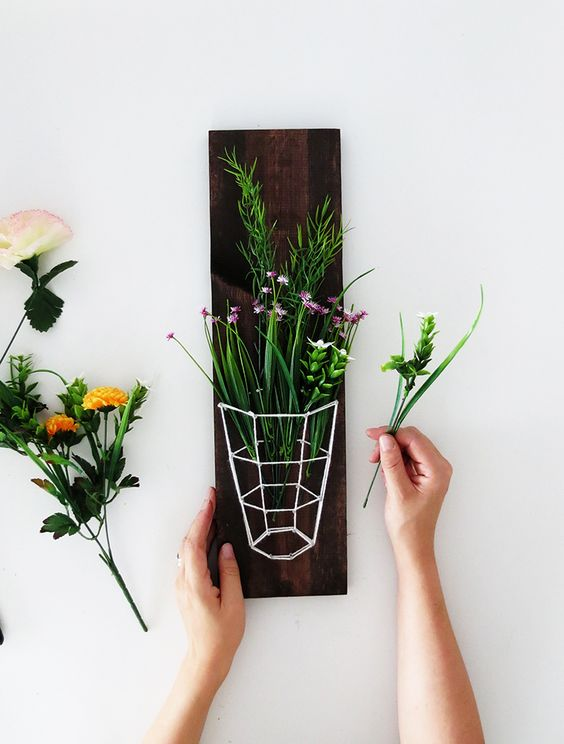 DIY floristics with the metal and wooden wall suspending flower stand