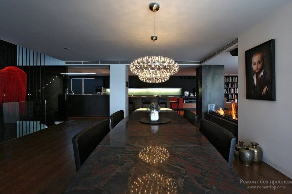 Using Dark Colors in Modern Interiors. Photo Ideas. Large luxurious negotiations room in black