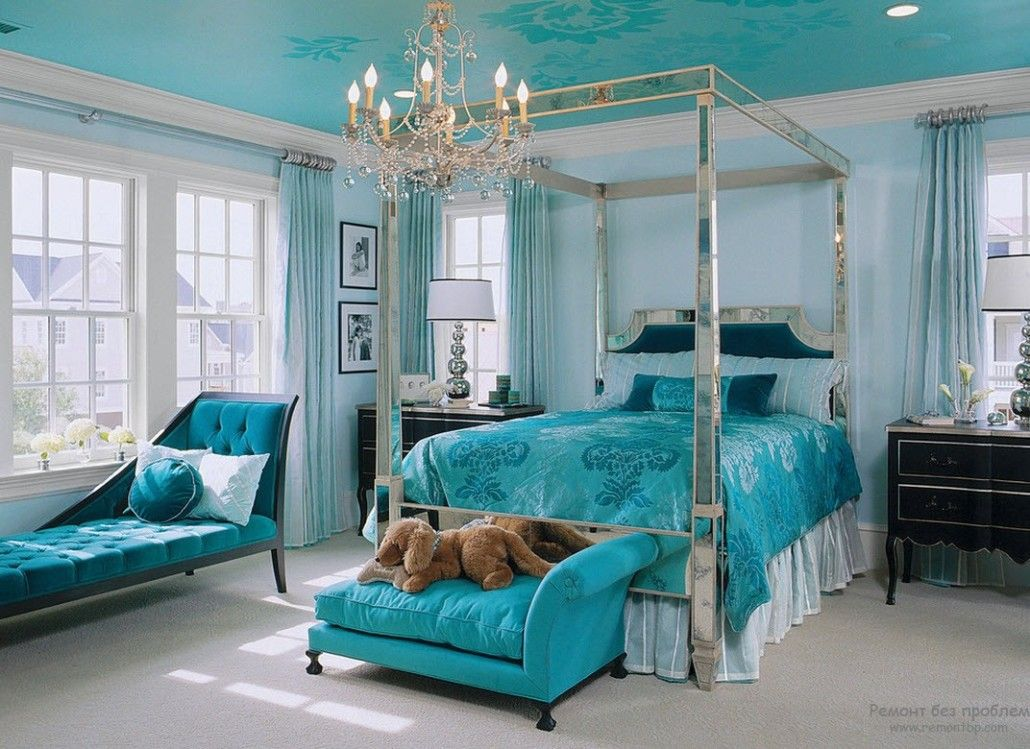 All-turquoise bedroom in Victorian style with canopy bed
