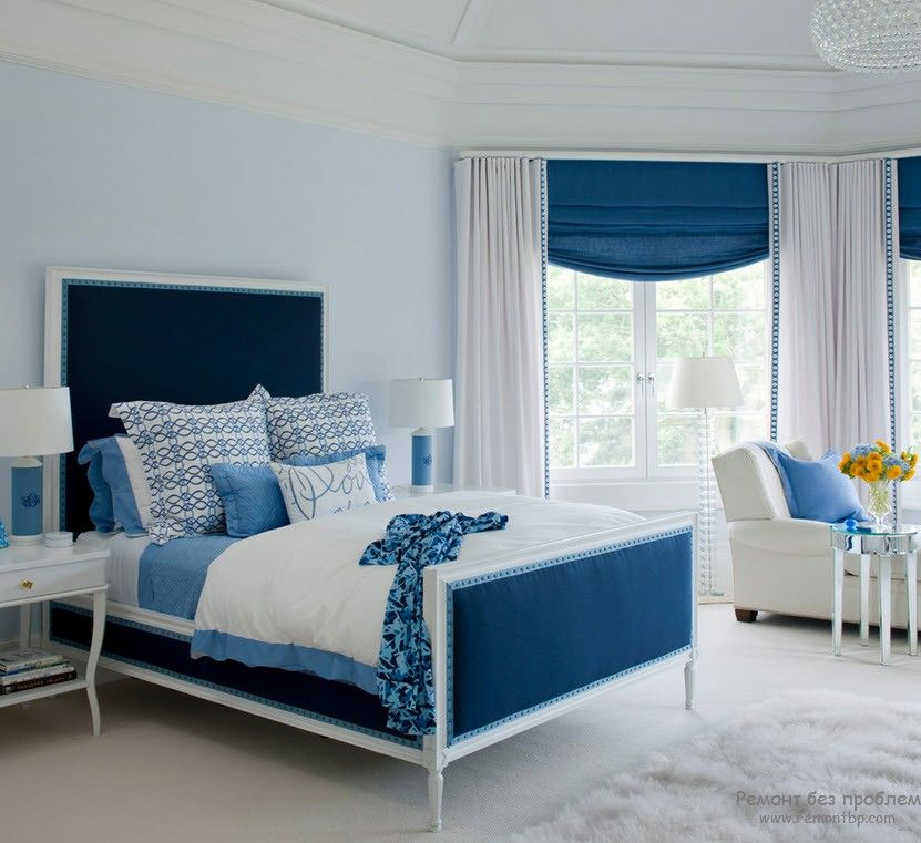 Blue inserts in the different bedroom parts look successful and organic