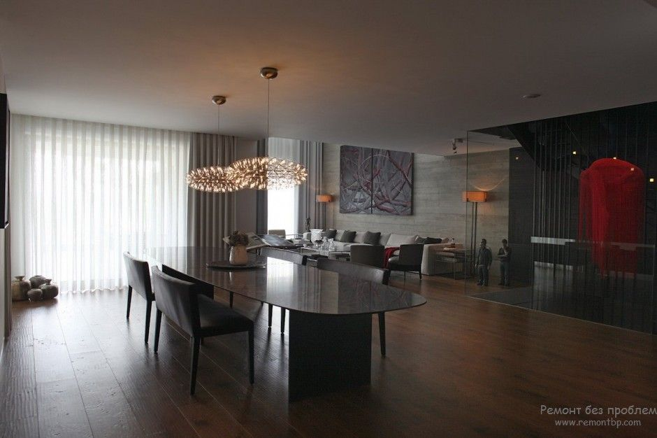 Using Dark Colors in Modern Interiors. Photo Ideas. Large contmporary styled room in gray and black shades with wooden floor