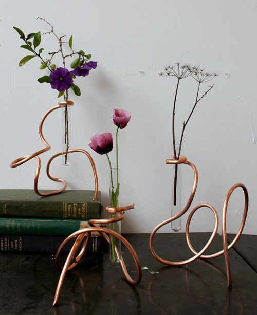 Withe woven stand for torn flowers