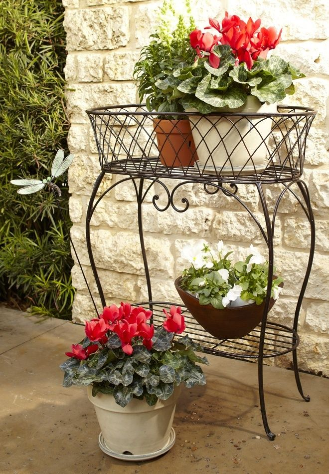 Forged metal construction for the outdoor usage to grow plants