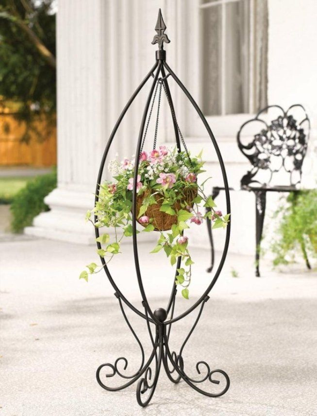 The egg-like forged flower stand