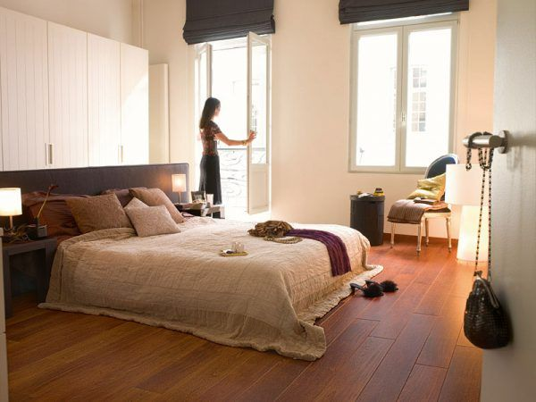 DIY Bedroom Repair: Step-by-Step Instruction. Natural laminated floor in the large room
