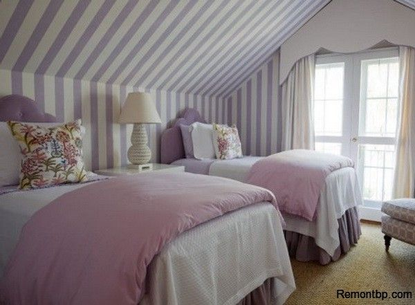 DIY Bedroom Repair: Step-by-Step Instruction. Striped purple and white wallpaper