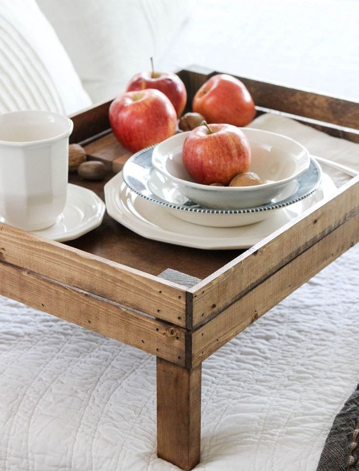 Pallet as the basis to produce overbed tray as DIY know-how