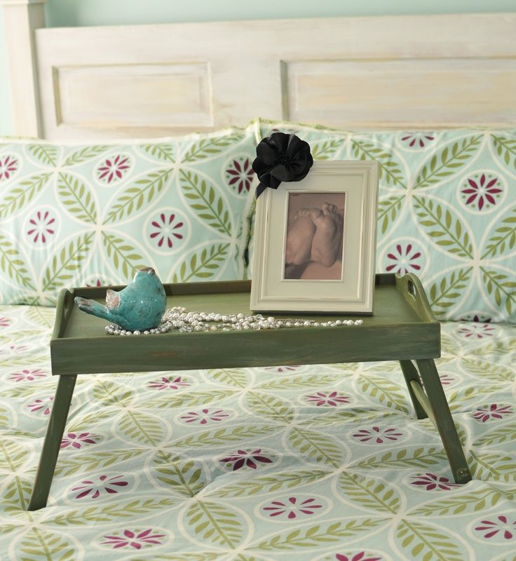 Dark olive paint to decorate the overbed table for Classic interior
