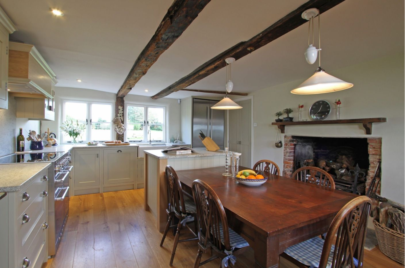 Bespoke Kitchen Interior Photos & Design Ideas. Open ceiling beams, natural wood in the dining zone