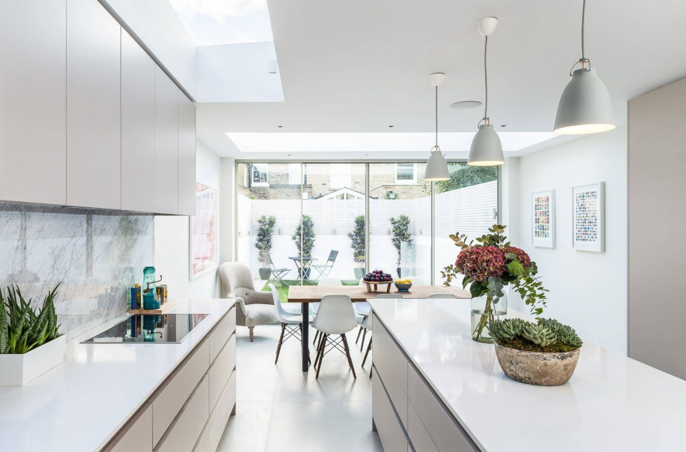 Bespoke Kitchen Interior Photos & Design Ideas. Absolutely white idyll in the modern natural light lit kitchen in the cottage