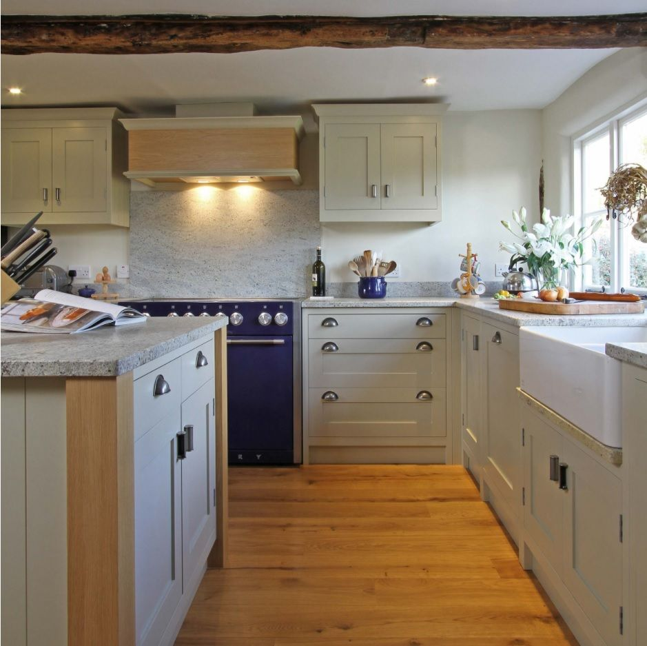 Bespoke Kitchen Interior Photos & Design Ideas. Unique and simple rustic style with contrasting laminate floor