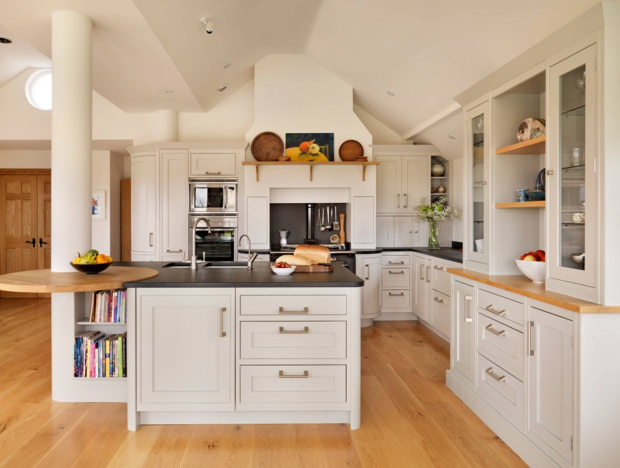 Bespoke Kitchen Interior Photos & Design Ideas. Touch of French Provence in the spacious place of the cottage