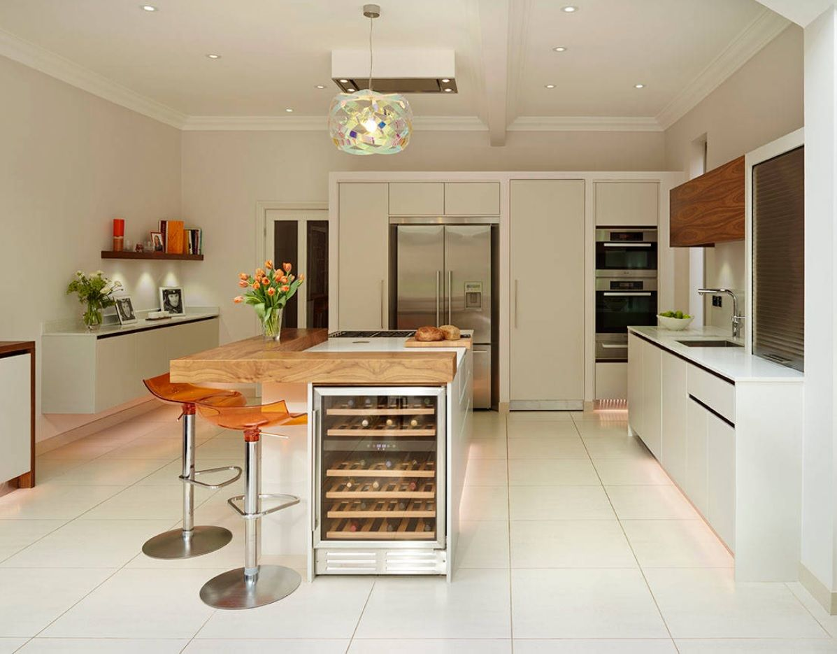 Bespoke Kitchen Interior Photos & Design Ideas. LED low tier lighting for the white creamy decorated space