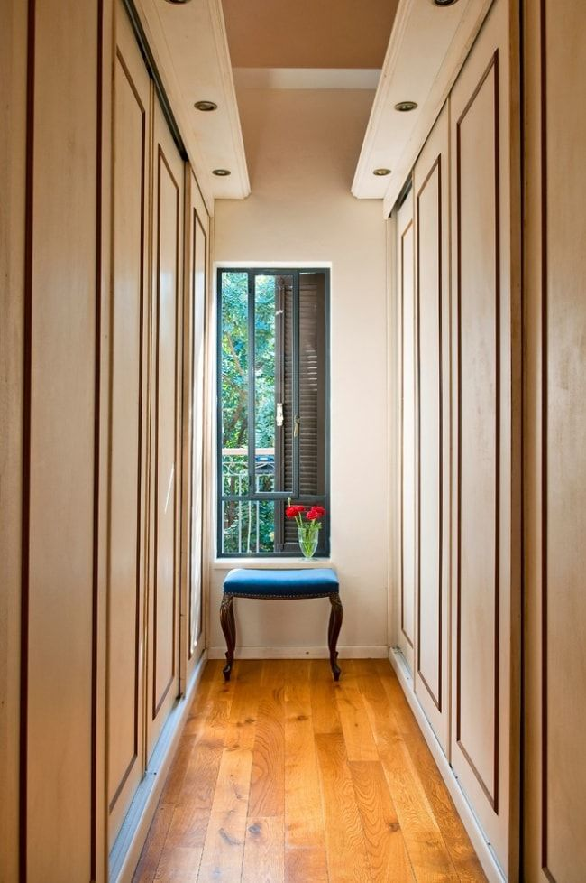 Vertical striped brown wallpaper and the built-in closet