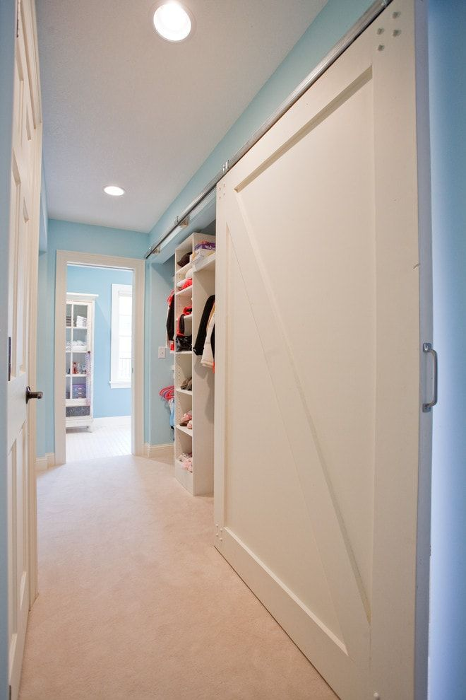 Simple Classic design of the hallway in turquoise and white