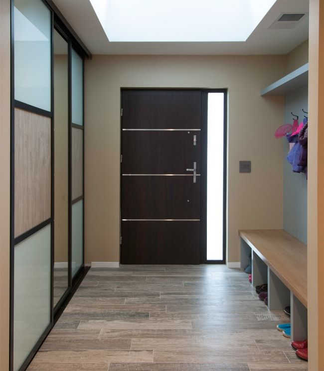 Modern Closet Types & Variants for Hallway Interior with Photos. Wide space of the hall in minimalistic modern style
