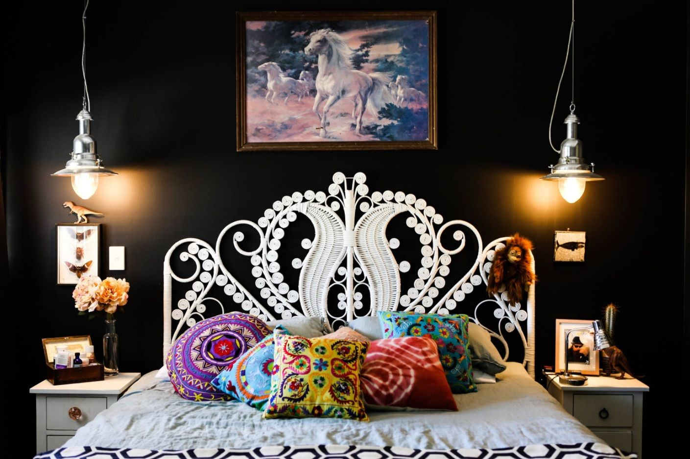 White Bedroom Furniture Set Ideas & Photos. Original, dare and even slightly garish art deco style