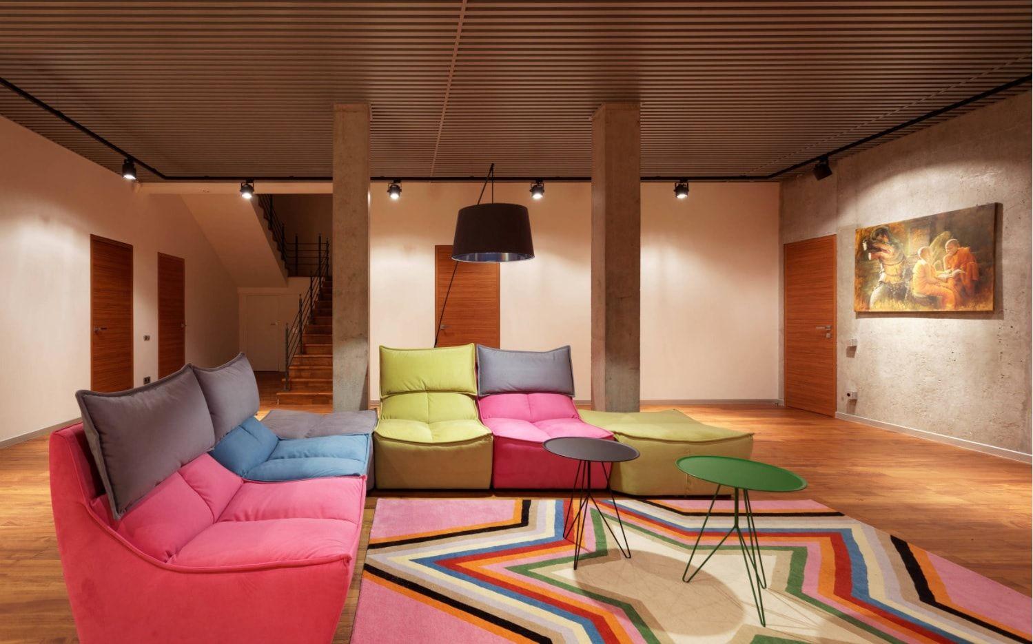 Colorful minimalism for zero level living room