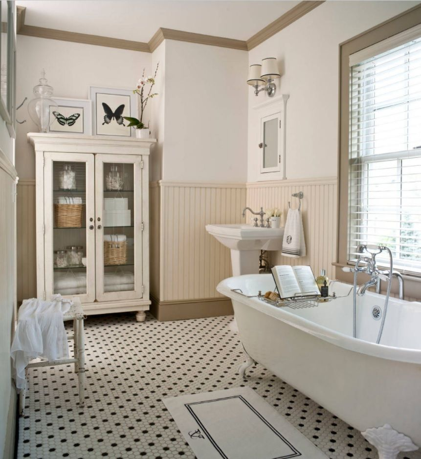 Bathroom with Wainscoting Design Ideas. Black and white mosaic in teh Classic styled interior