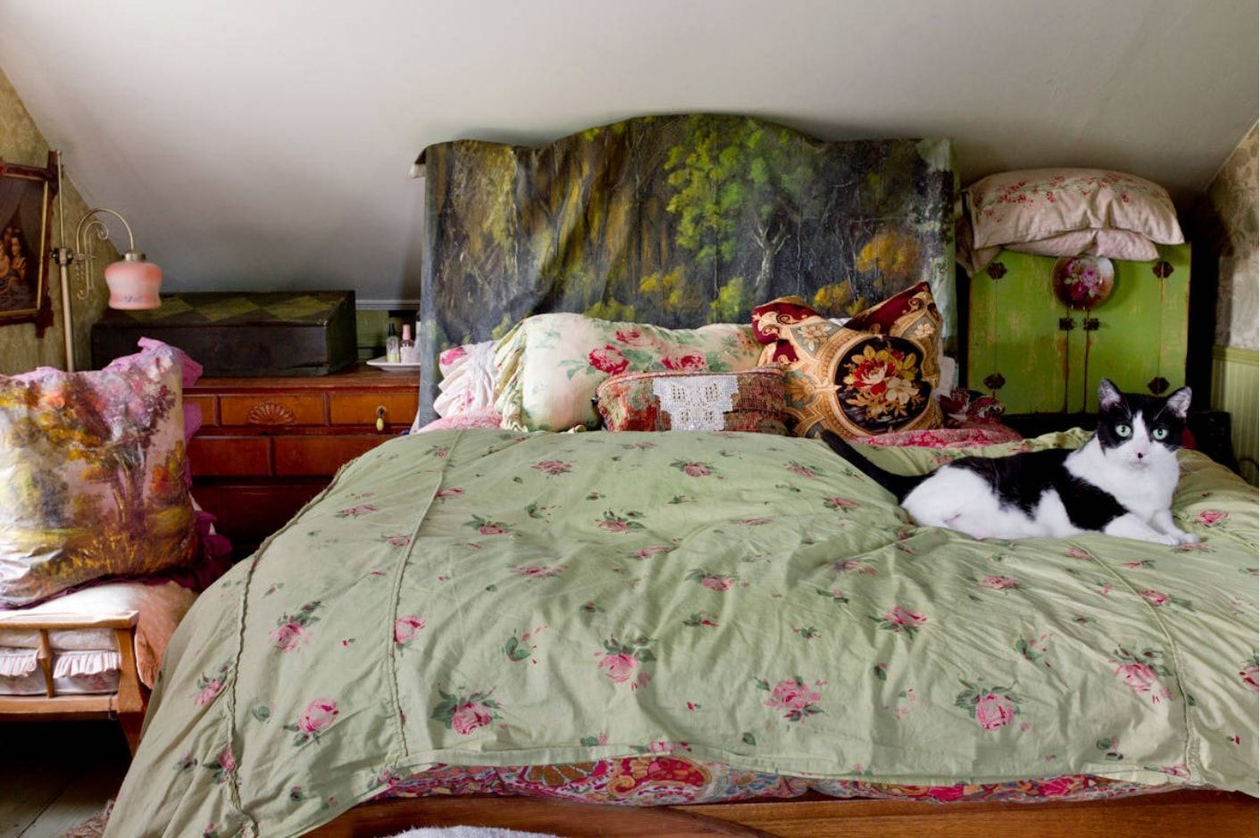 Creative and homey decorated bed with green color linen