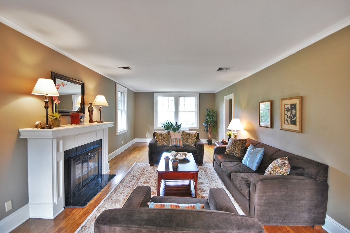 Living Room Layout Design & Decoration Ideas. Classic living with artificial fireplace and low white ceiling