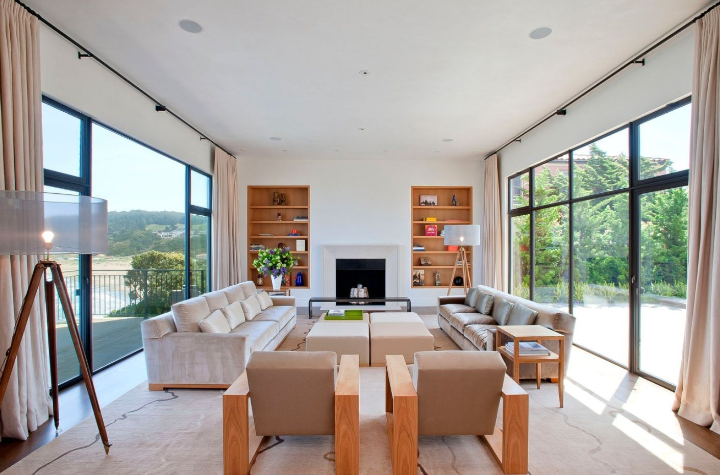 Living Room Layout Design & Decoration Ideas. Narrow long white painted ambience with panoramic windows