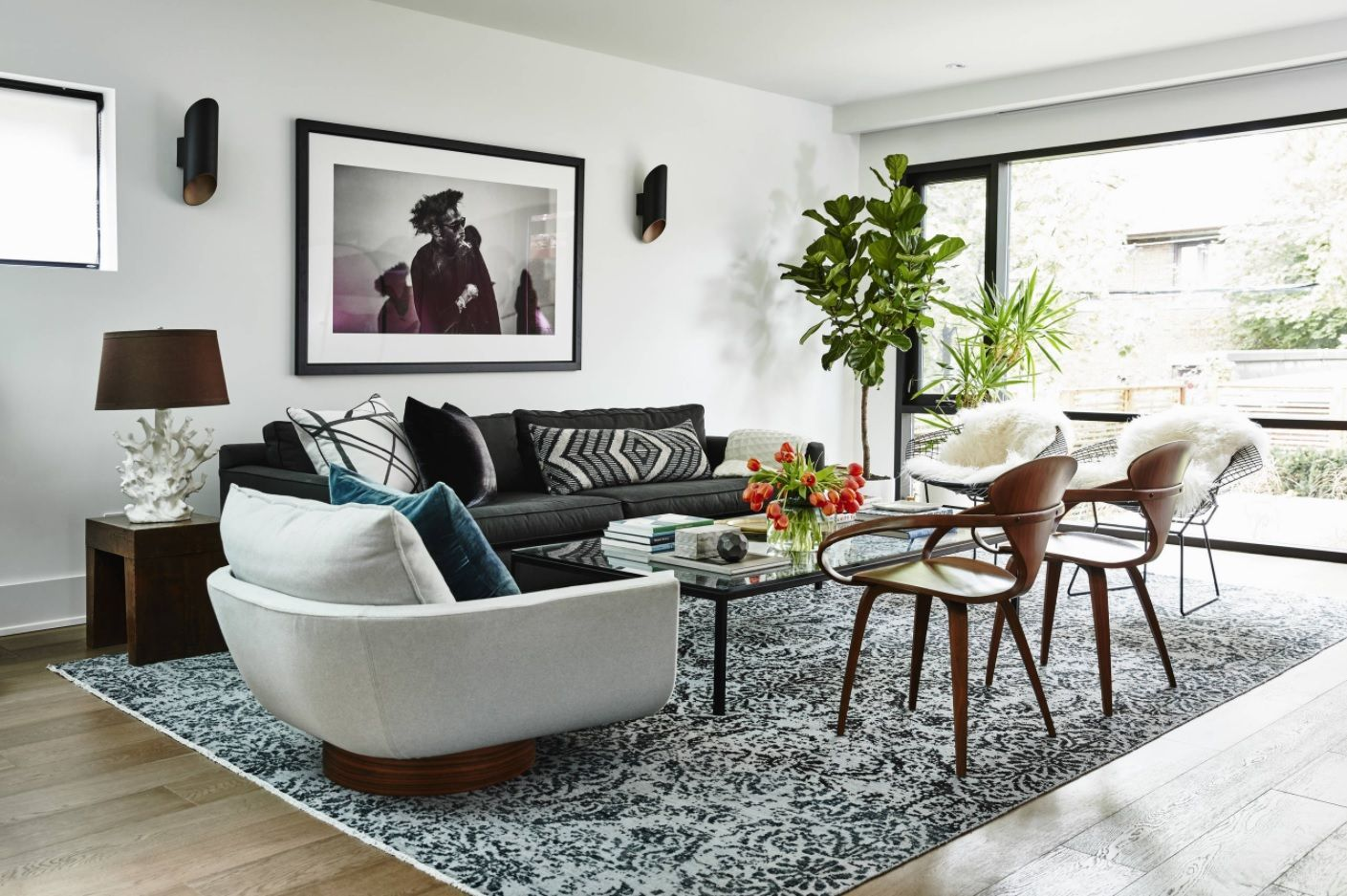 Living Room Layout Design & Decoration Ideas. Genuine Classic in the light finished room