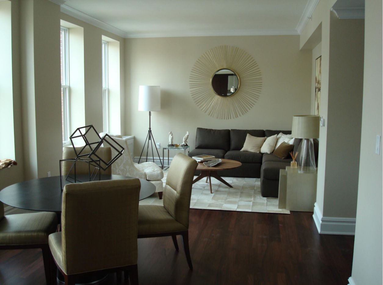 Sunburst mirror in the mild brown colored atmosphere of the Classic decorated living room