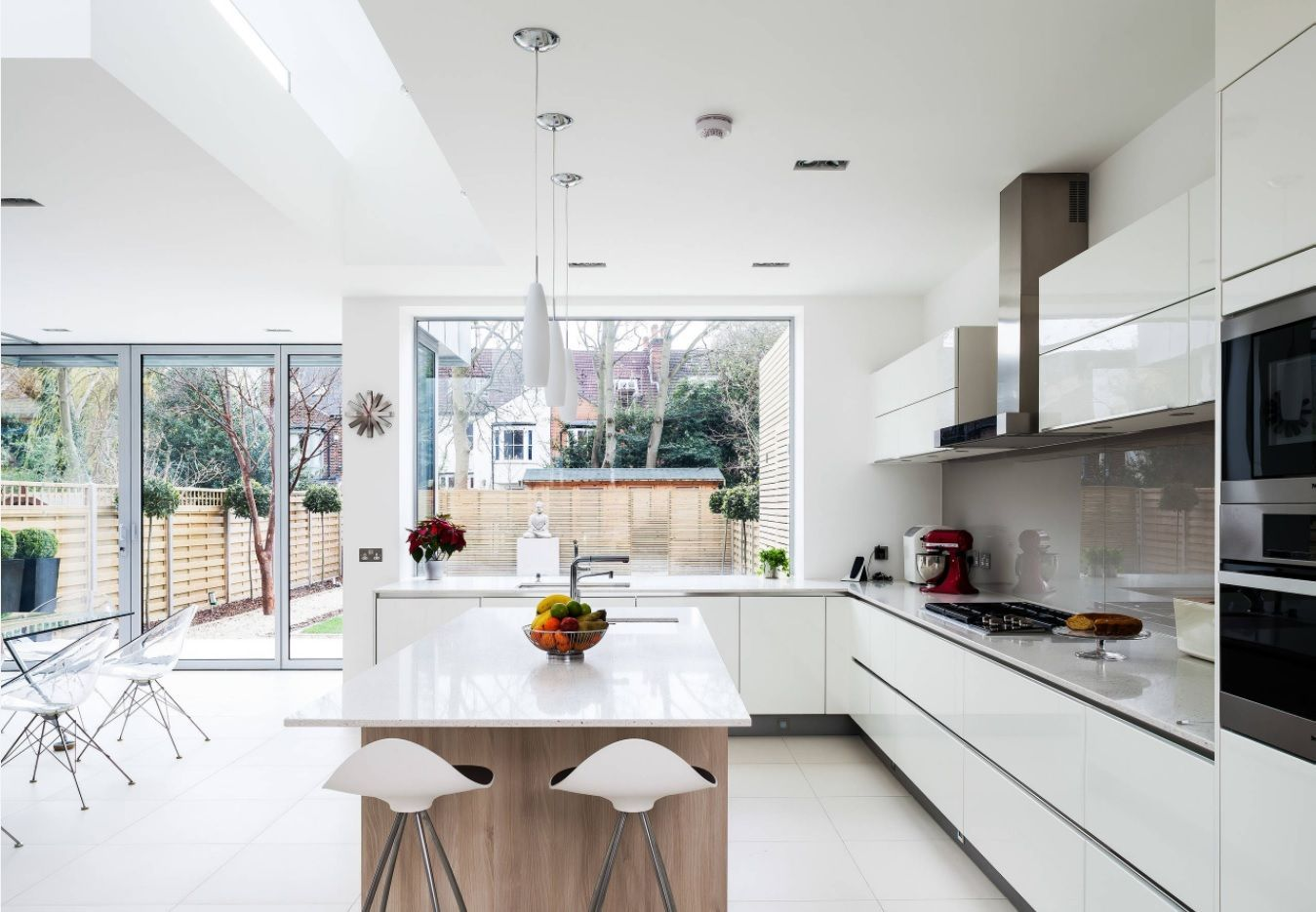 White idyll in the hi-tech & Scandi mix for open kitchen design of the private suburb cottage