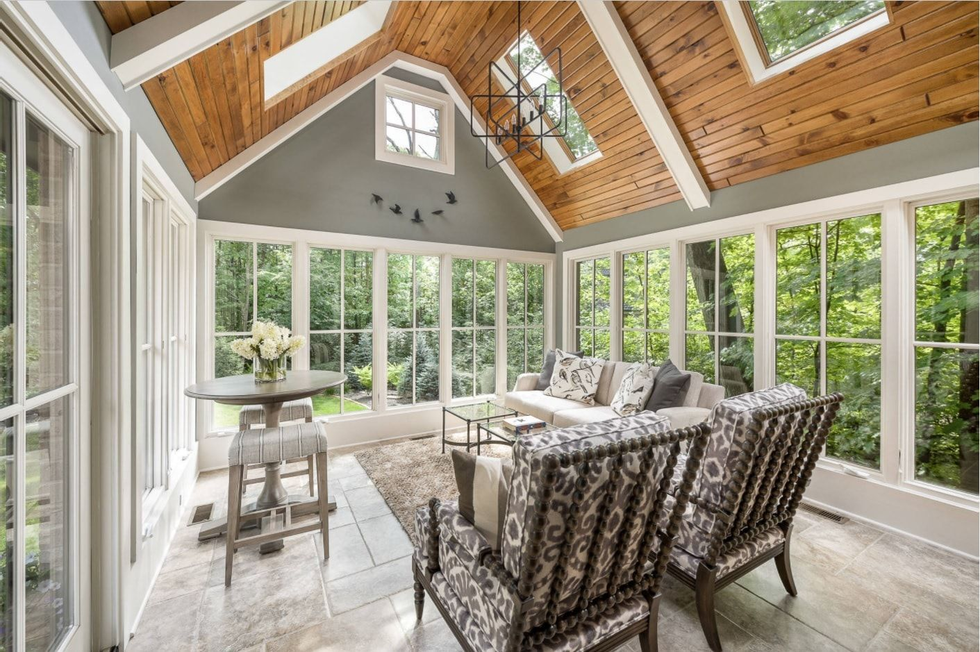 Wooden ceiling with skylight and panoramic white latticed windows