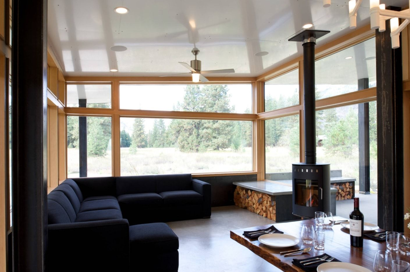 Eco minimalism for modern cottage in dark/light contrast
