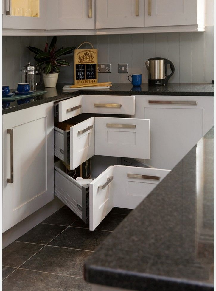 Angular door solution of the bottom tier of the kitchen set