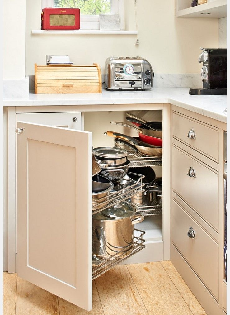 Storage of cookware at the bottom tier