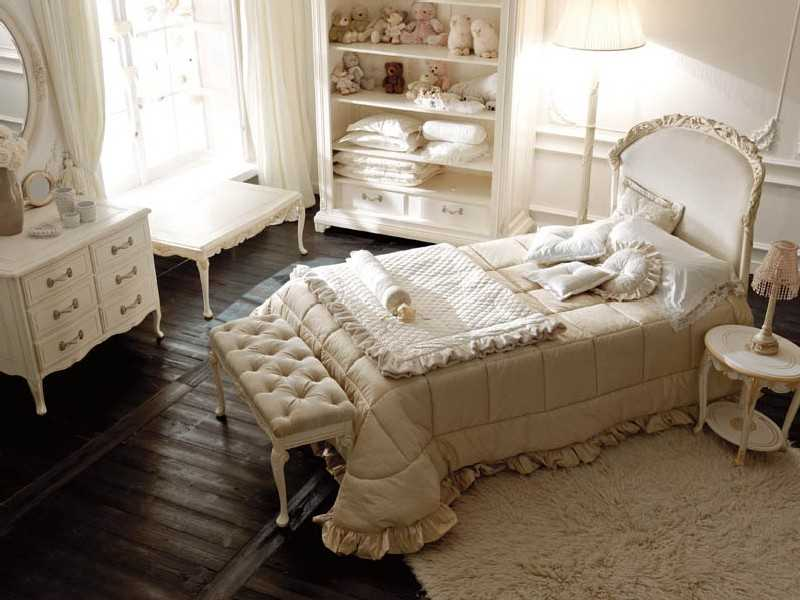 Queen sized bedroom set with abundance of clothes