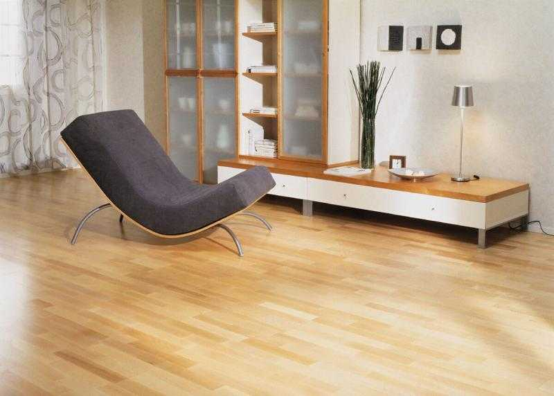 Laminate and nice sandy colors for room decoration