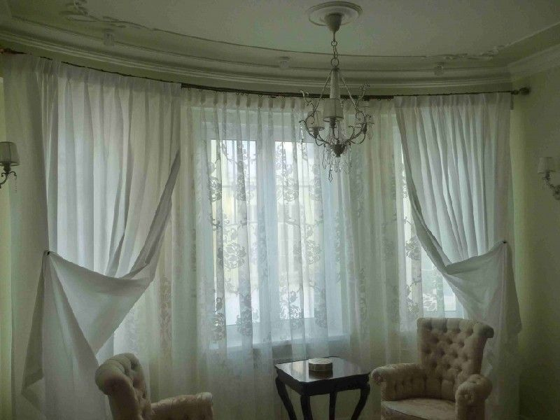 Arched bay window with tulle curtains