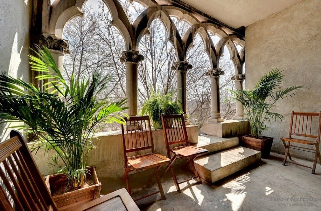 pompous arches at the veranda