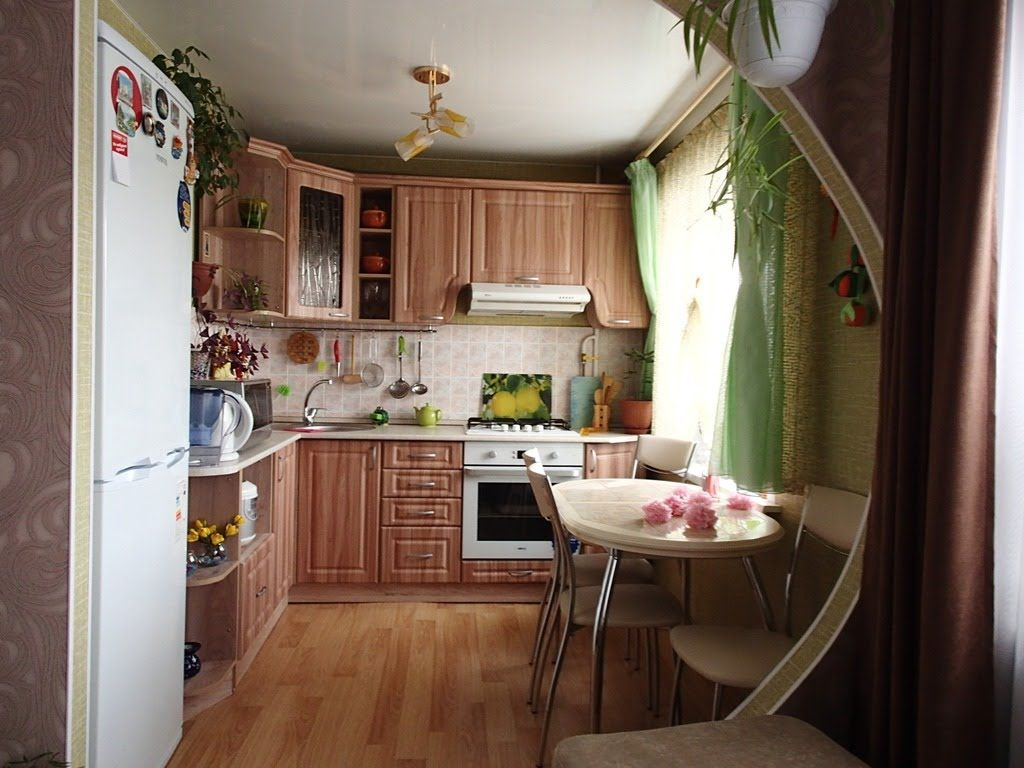 Arch zoning of the kitchen from the other areas