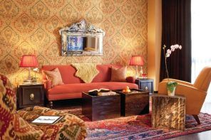 Wallpapern with drawing in golden tint with Classic reddish sofa under the mirror