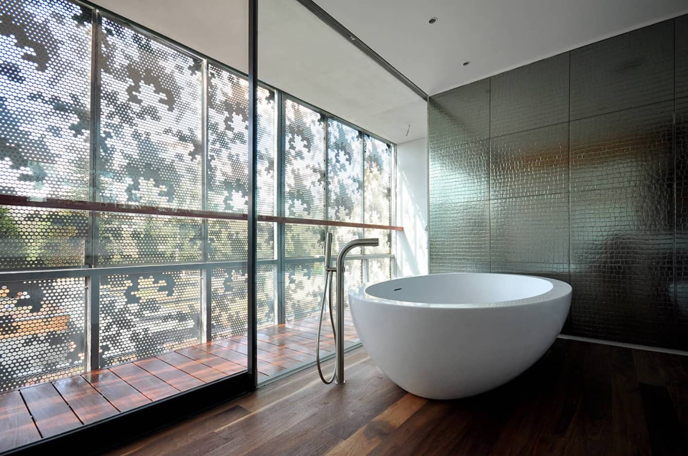 Japanese style touch in the interior of the bathroom