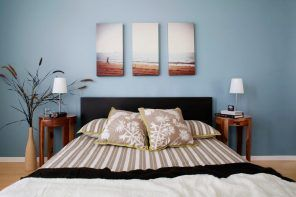 Three headboard pictures constitute finite composition