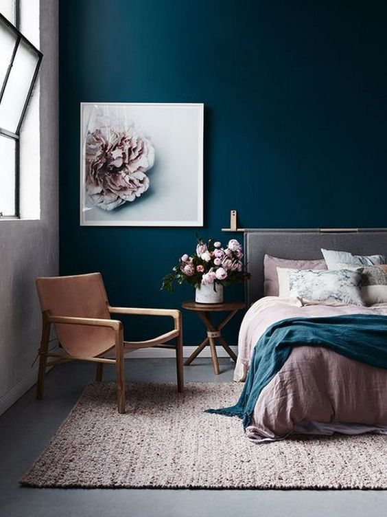 Dark blue accent wall with naturalistic drawing in the Casual room