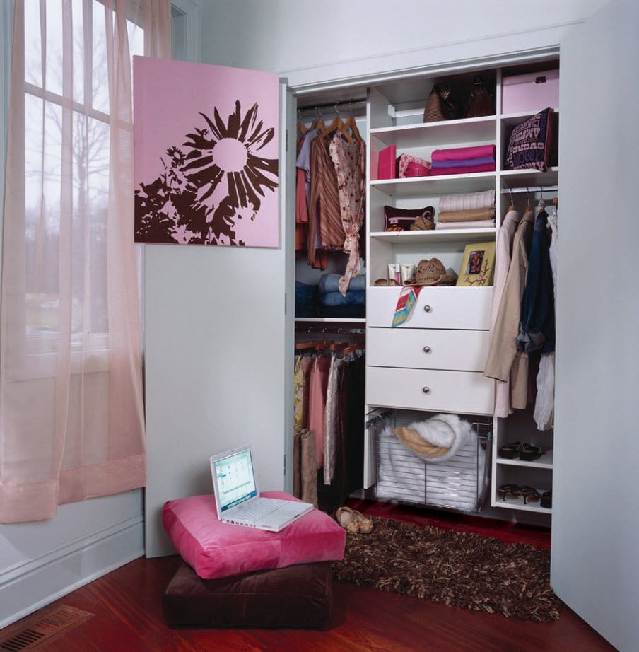 Pink color theme for girls' dressing room