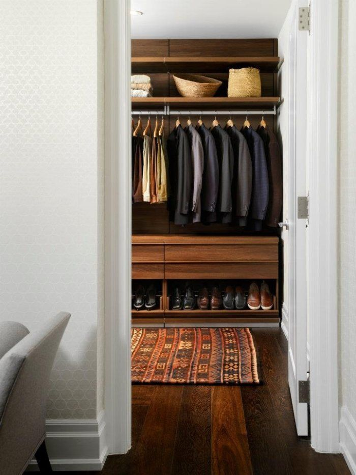 Wardrobe with the rug right at the living