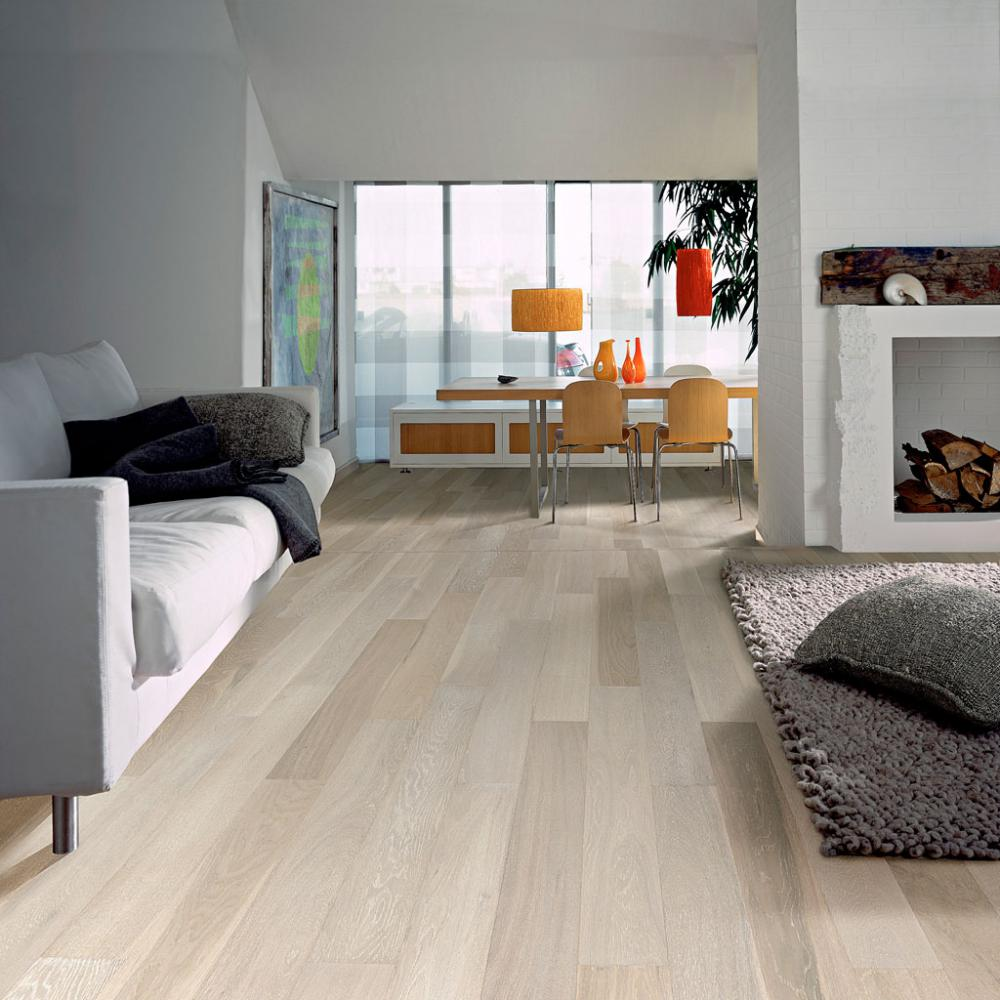 Living room with oak laminate