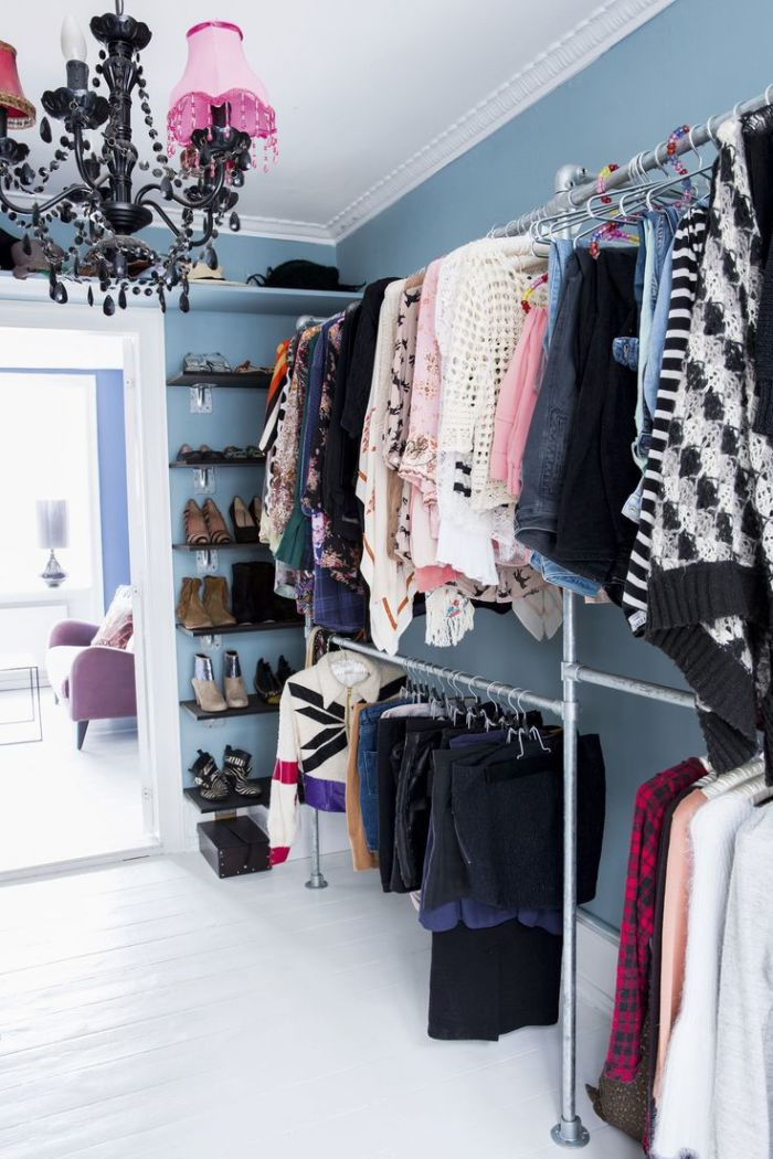 Optimal organized wardrobe right at the storeroom
