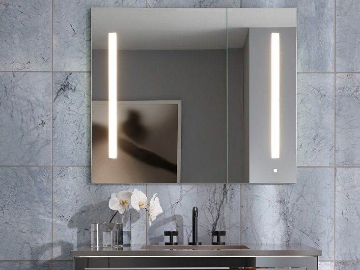 Marble wall decoration in the bathroom