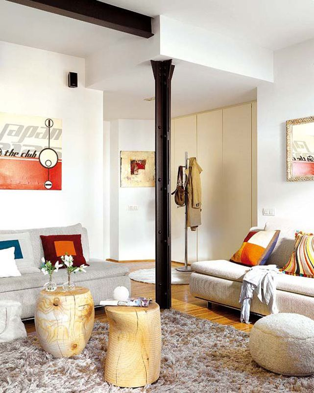 Black central column in the Casual styled room